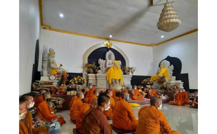 Sanghadana Kathina Kepada 60 Anggota Sangha di Nusantara